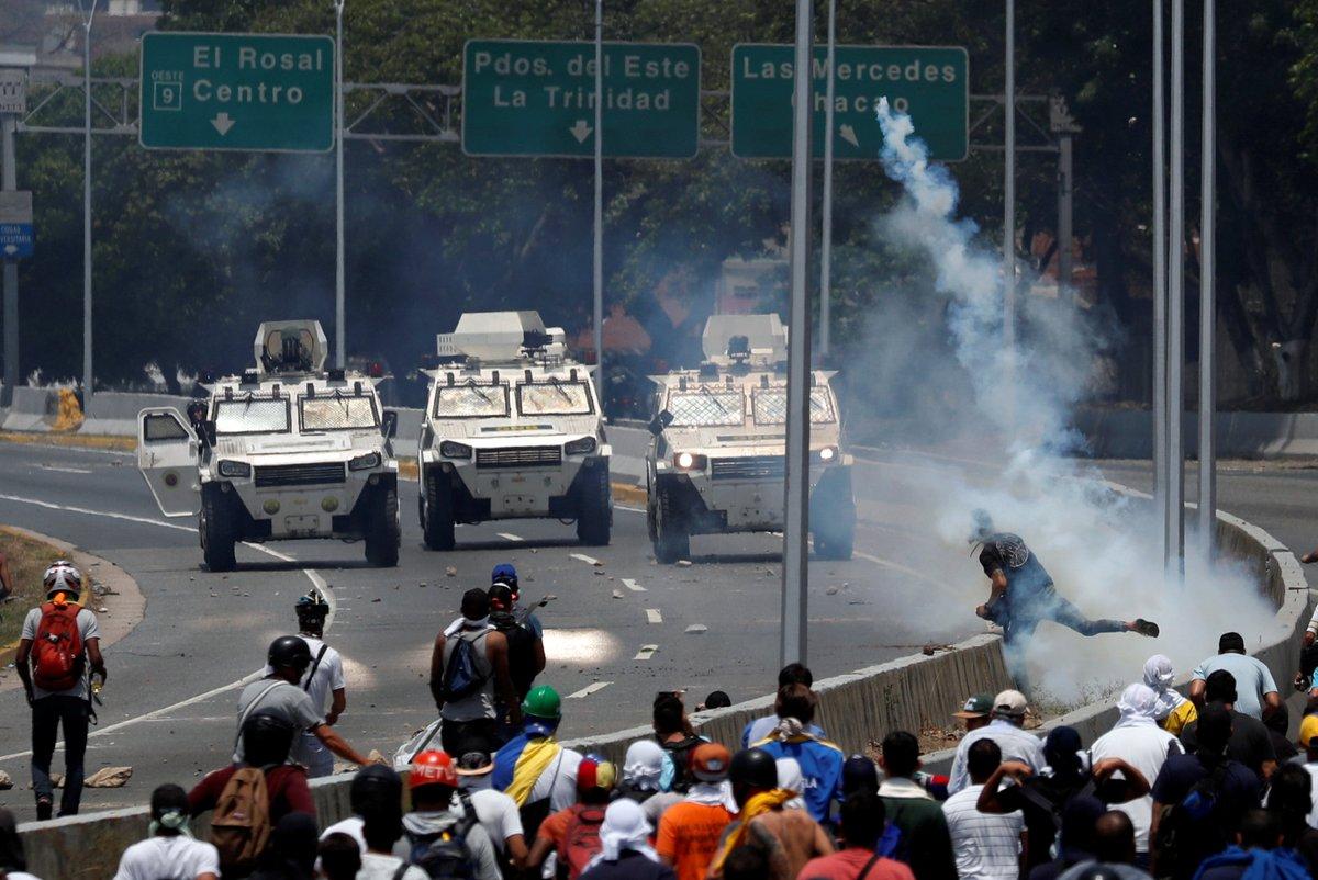 Registran enfrentamientos entre manifestantes y gobierno en Caracas