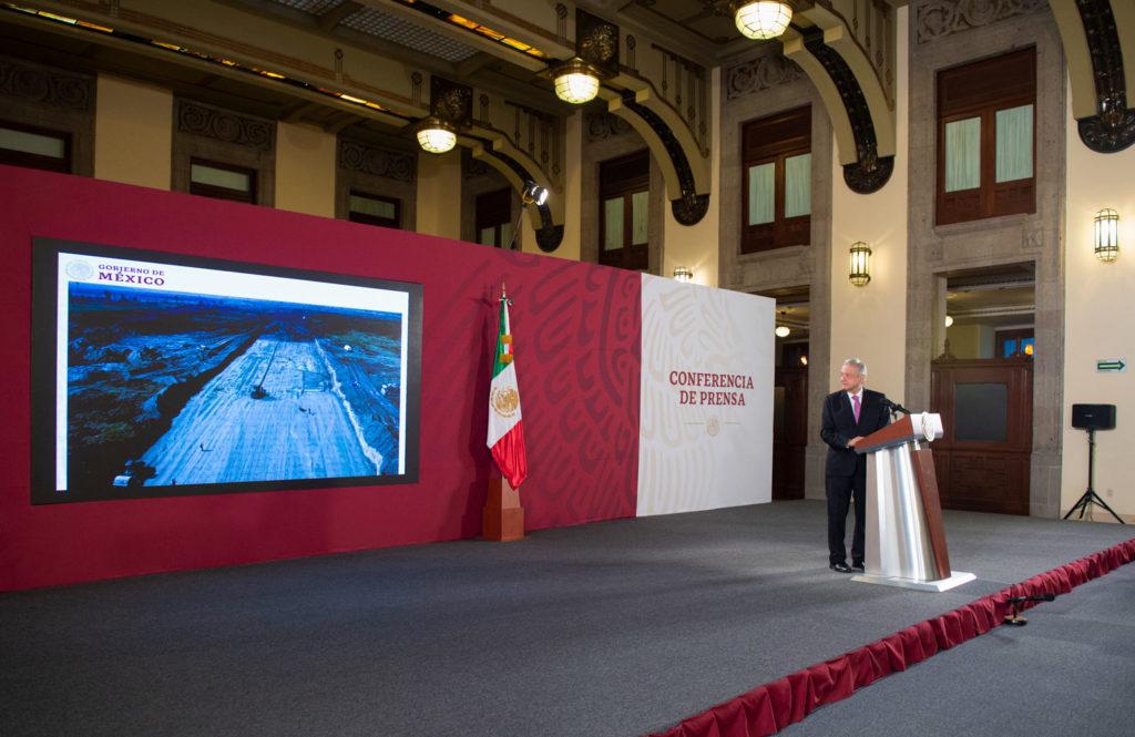 Presidente muestra avances de la construcción del aeropuerto de Santa Lucía