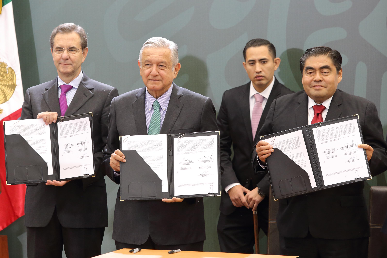 """AMLO arranca en Puebla programa """"La escuela es nuestra"""""""