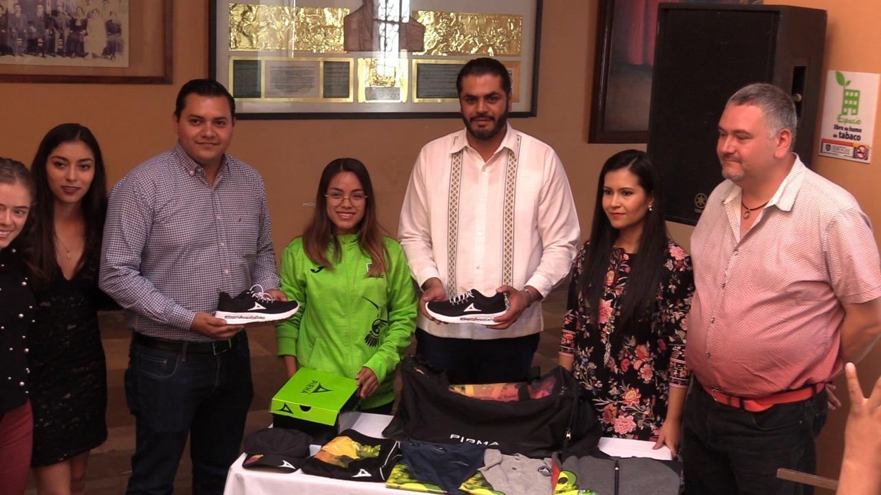 Reconoce Ayuntamiento a atleta paralímpica, orgullo de Tehuacán