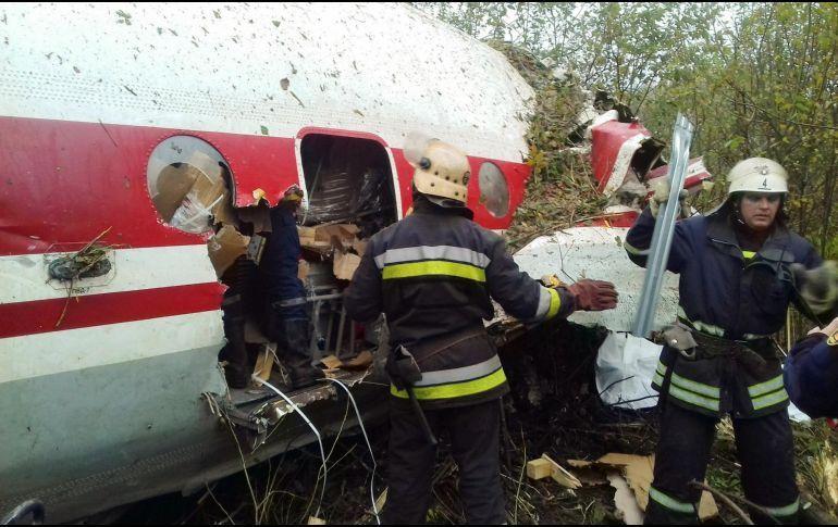 Aterriza avión de emergencia en Ucrania con saldo de cinco muertos