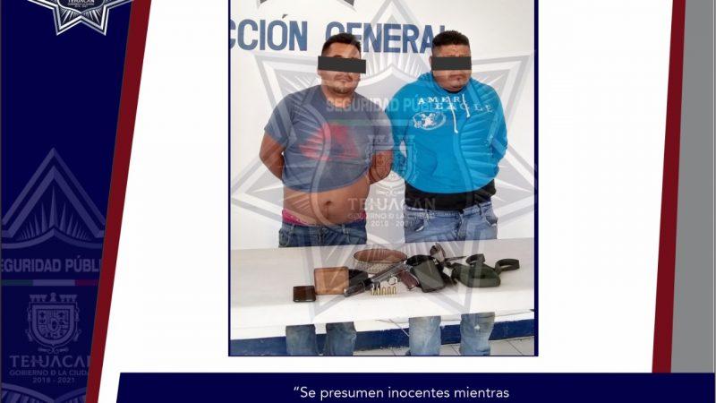 Detiene Policía Municipal a dos personas sospechosas de robo y en posesión de un arma de fuego