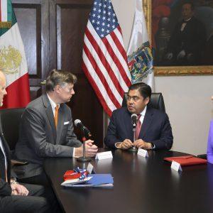 En Puebla hay estabilidad, afirma Barbosa a Embajador de Estados Unidos